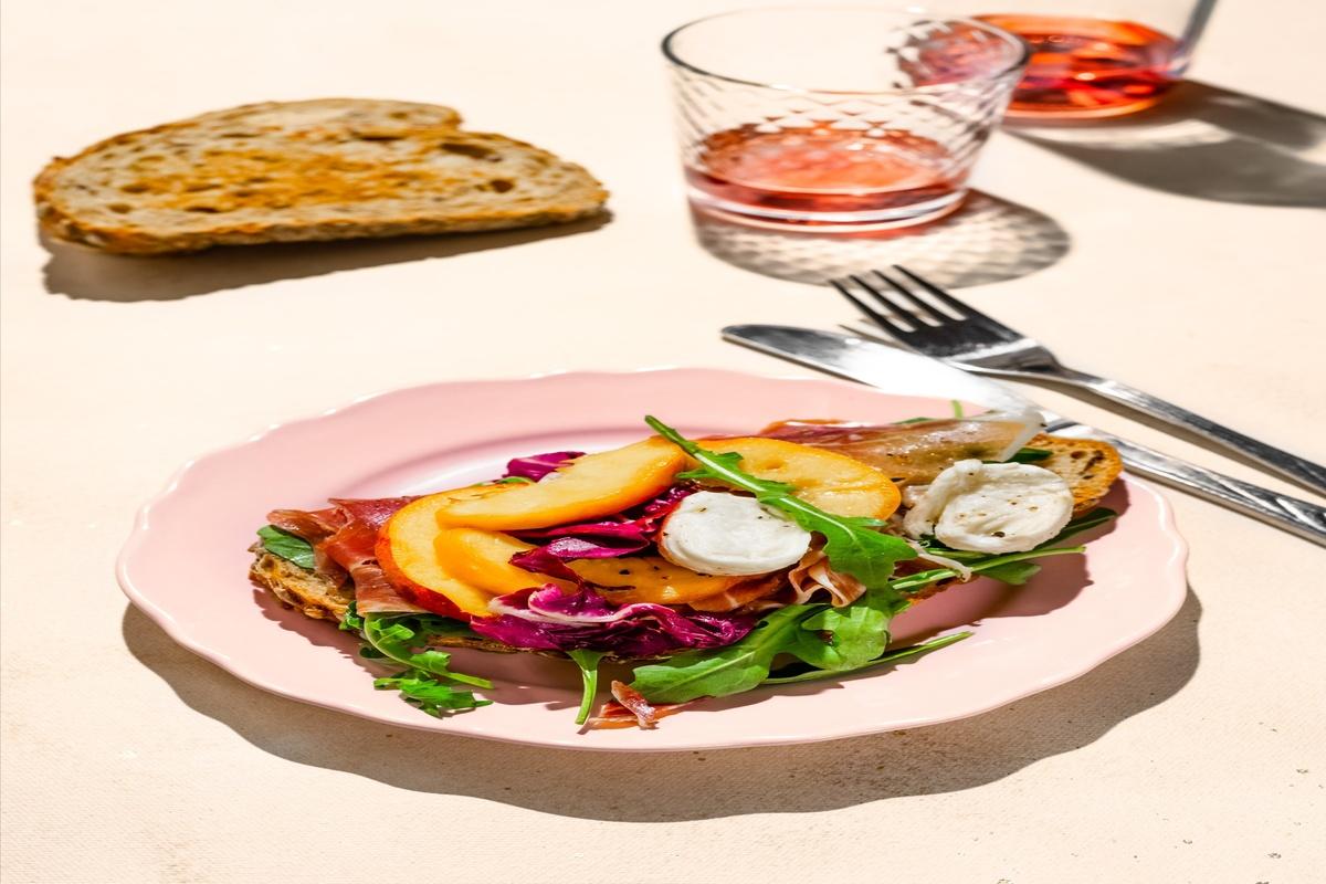 Salade-de-peches-grillees-au-jambon-de-Parme-a-la-mozzarella-light